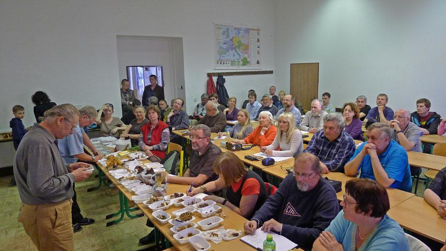 pohled do sálu při demonstraci hub