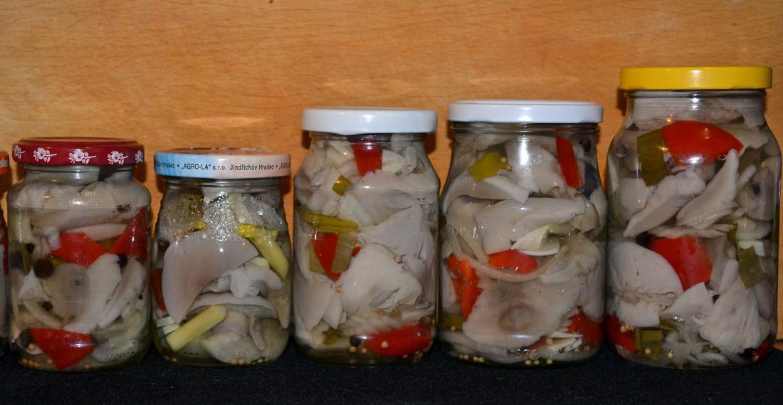 Čirůvky se zeleninou ve sladkokyselém kořeněném nálevu