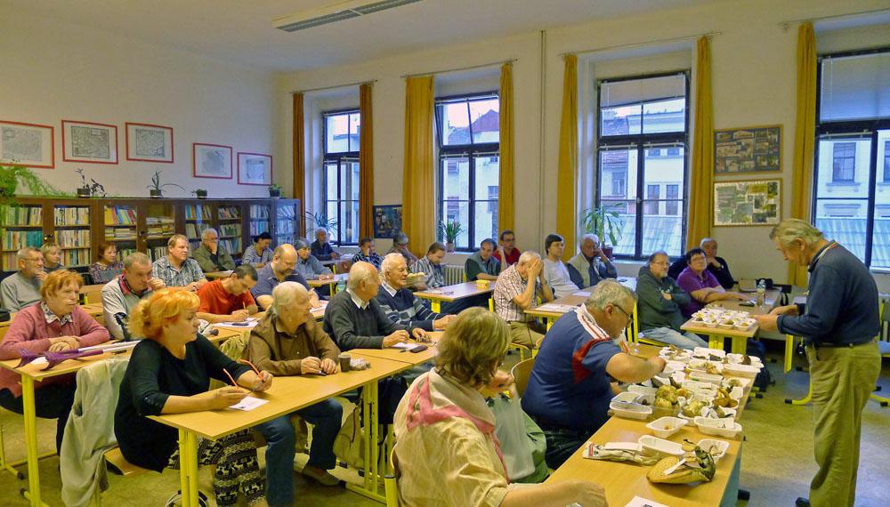 tradičně hojná účast izájem přítomných na přednáškách pro houbařskou veřejnost