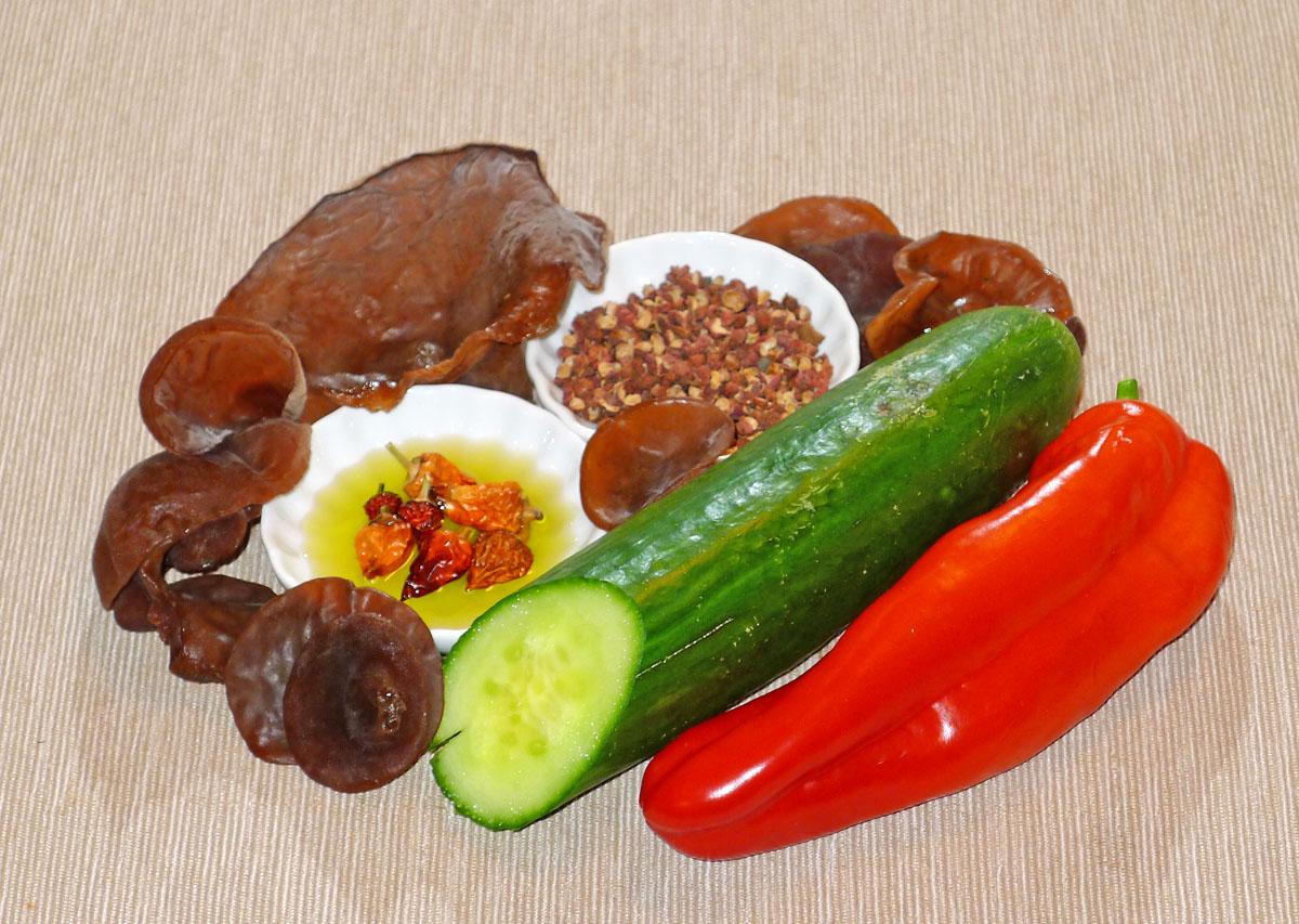 ucho kpřípravě Jidášova pikantního salátu - foto: Aleš Vít